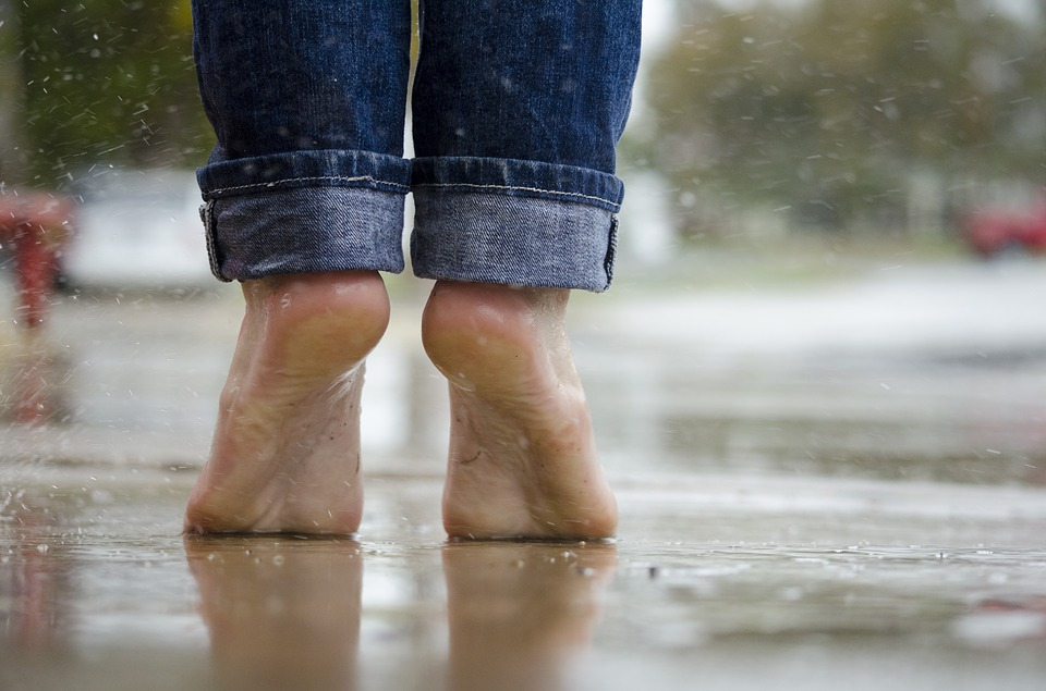 Proč nás trápí pocit těžkých nohou?